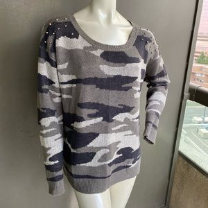 FB Sister sweater size M